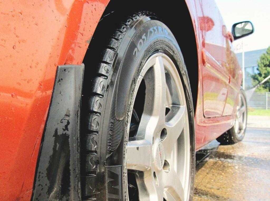 Llantas de coche, limpieza y cuidado