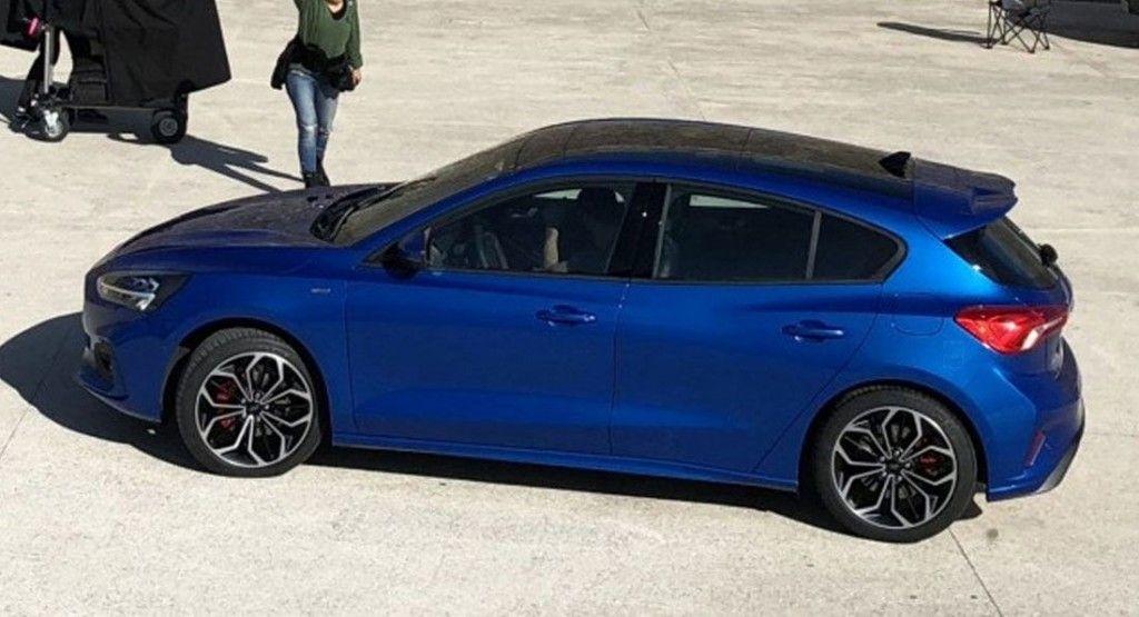 El nuevo Ford Focus roto durante una sesión de fotos oficial